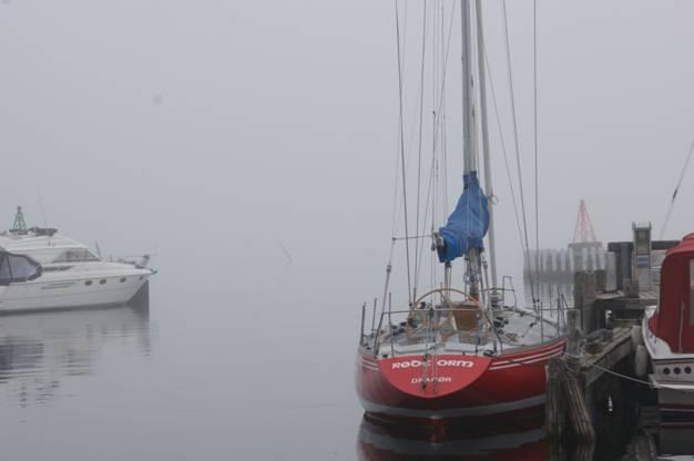 Fram på förmiddagen hade även första kaffet hunnit avnjutas innan vi fick  tips av en båtgranne att det tydligen inte var dimma på svenska sidan. 00db63aa55375